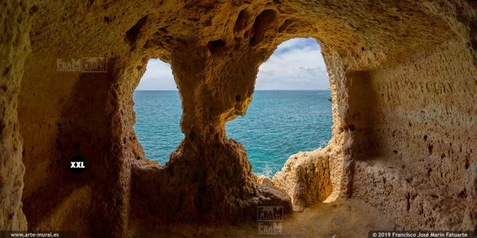 J7414903. A Boneca cave, Carvoeiro. Algarve (Portugal)