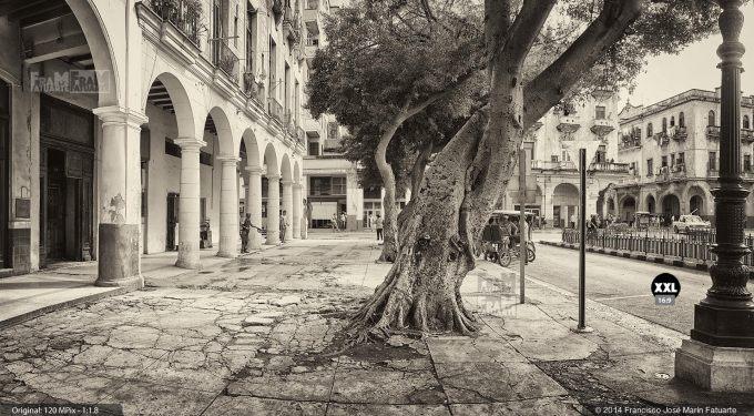 E1969862. Soportales en La Habana, Cuba