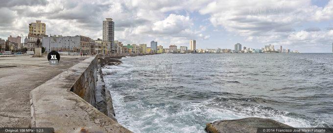 E20926F3. Malecón visto desde San Salvador de la Punta. La Habana, Cuba