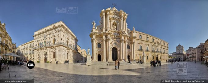H5899911. Piazza del Duomo and Cathedral of Syracuse. Sicily (Italy)