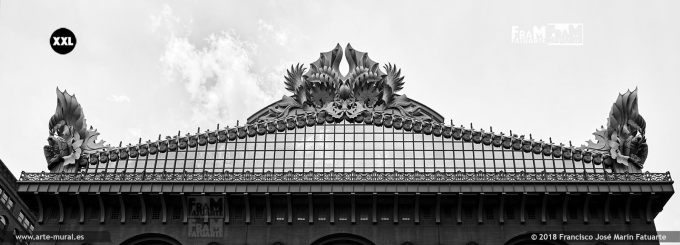 IF829790. Harold Washington Library roof ornamented with acroteria