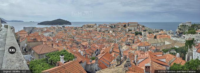 G3835503. Skyline of Dubrovnik old city from walls (Croacia)