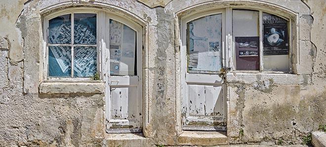 "portada. Traditional ""na koljeno"" style of door/window/counter in Korčula Town (Croatia)"