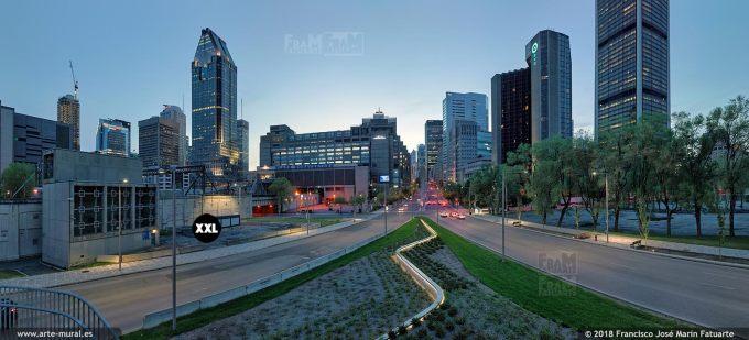 I6662305. Montréal night skyline. Boulevard Robert-Bourassa, Montréal, QC, Canadá